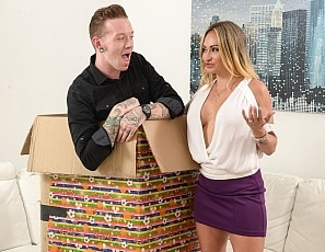 johnnygoodluck/Johnny_In_A_Box_With_Claudia_Valentine